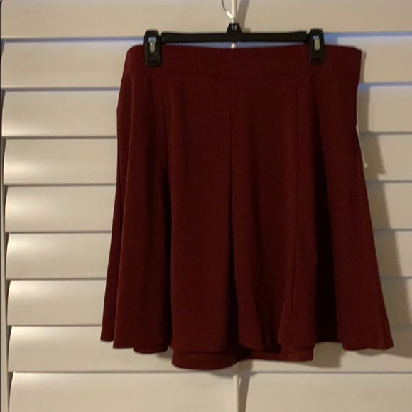Old Navy Dresses & Skirts - NWT Old Navy short knit maroon skirt